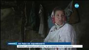 Момче с увреждания работи, за да издържа болни родители