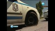 Полицейска кола пропадна в дупка на пътя