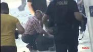 Турски полицай застрелва в главата от упор протестиращ