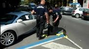 Полицай слагат паркинг скоба на Bugatti Veyron