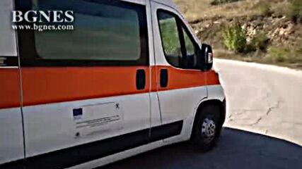 Кола се преобърна по таван в скат в Благоевградско