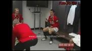 Играчите На Манчестър Юнайтед Празнуват В Съблекалнята, След Като Спчелиха Carling Cup