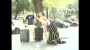 Жена Се Съблича На Улицата - Скрита Камера