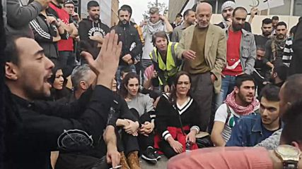 Lebanon: Hundreds fill Beirut in protest against political stalemate