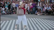 Бабичката ги пръсна от танци!