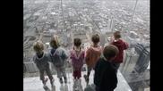 Туристи пищяха от ужас на 103-ия етаж, стъклен под се пропука под краката им