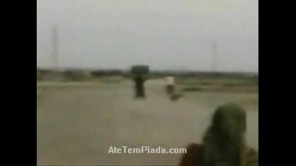 Арабин Се Учи да кара мотор и се блъска в стена