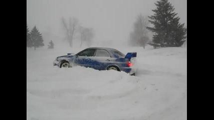 Лудa Импреза На Сняг