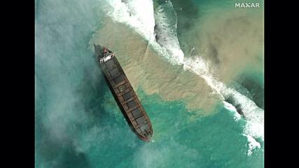 Mauritius: Rare satellite images show oil spillage off coast of island *STILLS*