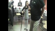 Лудо дете във вихара на танца