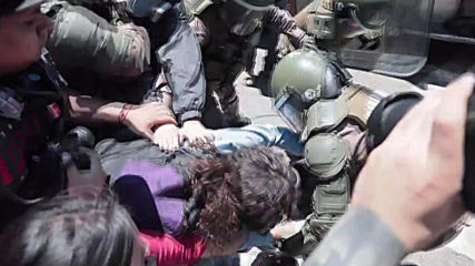 Chile: Flashmob, clashes outside Congress during vote against president