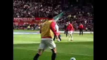 Christiano Ronaldo Се Забавлява На Загрявка преди мач