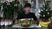 Всеядният тип - Изяжда епична гръцка салата - (4,000+ калории)