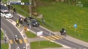Спешна помощ удря колоездач