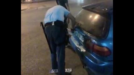 Гръцки полицаи свалят Bg номера