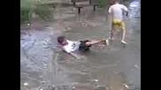 Малките роми плaват в локва,  в Сливен