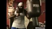 Горилата Kimbo Тренира За Следващия Бой