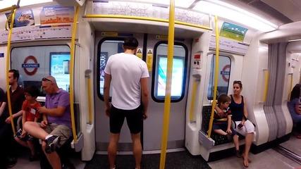 Мъж надбяга лондонското метро ..