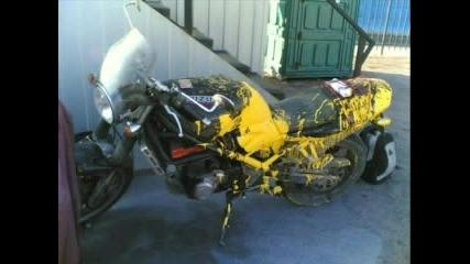 Луд Мотор Пръскащ Жълта Течност :))
