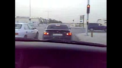 Араби дрифтват в града - Porcshe Gt3 - Bmw- M5 -това е много як drift