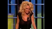 Pamela Anderson Си Опипва Циците
