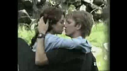 Целувки В Sos Mi Vida И Muneca Brava