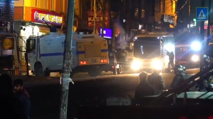 Turkey: Molotov cocktails & fireworks fly as Istanbul clashes continue