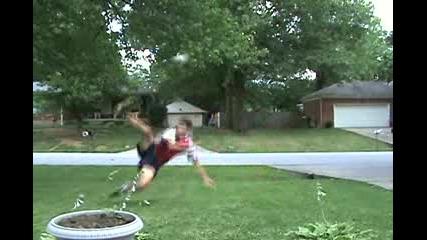 Момче С Яки Омения На Freestyle Fotball