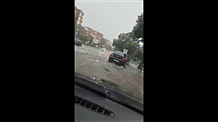Пороен дъжд наводни Благоевград (ВИДЕО+СНИМКИ)