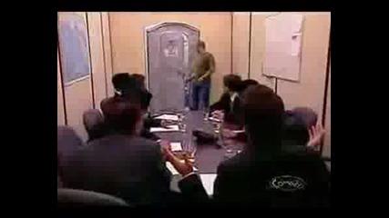 Скрита Камера - В Тоалетната