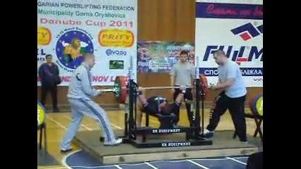 Слави 195 кг при лично тегло 63кг