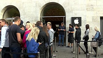 Germany: Berliners queue for days to nab new iPhone XS