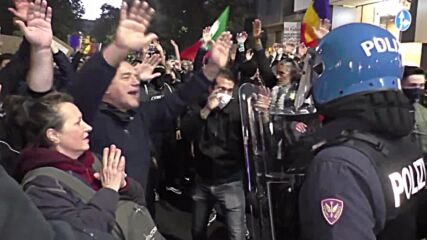 Italy: Thousands protest against mandatory 'Green Pass' in Milan