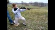 Ето Защо Жените Не Трябва Да Се Доближават до оръжия !
