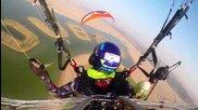Страхотно състезание с парапланери над Дубай . .