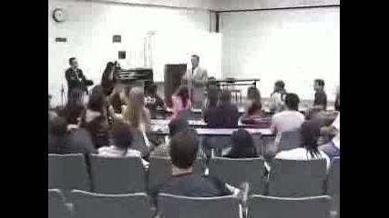 Терминаторът налива акъл на студенти
