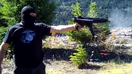 Стреляне с Mp5 с една ръка [ H D 1080p ]