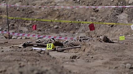 Iraq: Authorities exhume remains from IS mass grave in bid to identify victims near Mosul