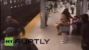 Спасяват живота на мъж в метрото във Филаделфия