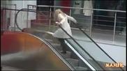 Внимание, Блондинка Зад Борда ( смях ) !