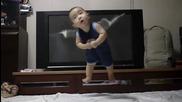 Gangnam Style летящото бебе