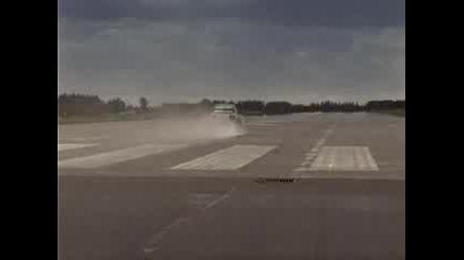 Нисан Skyline 300км/ч
