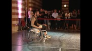 Танцьор в инвалидна количка