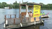 Germany: Environmental activists throw boat party in front of Berlin power station