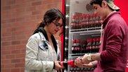 Нoвата бутилка на Coca Cola - направена с цел запознанство!
