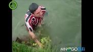 Сом хваща рибар в Бразилия !
