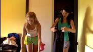 Лили и Йоана чистят къщата на Марин