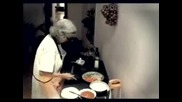 Бабката Разказа Играта На Лаптопа