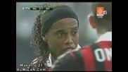 Съдията обърква картона на Ronaldinho