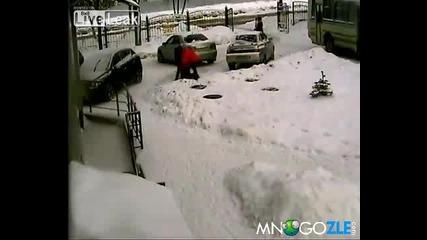 Две жени паркират